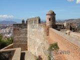 Pevnost Alcazaba, hradby