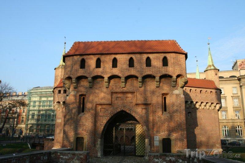 Fotka, Foto Pohled na Barbakán od Floriánské brány (Krakov, Polsko)