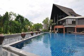 Port Vila, bazén u hotelového rezortu