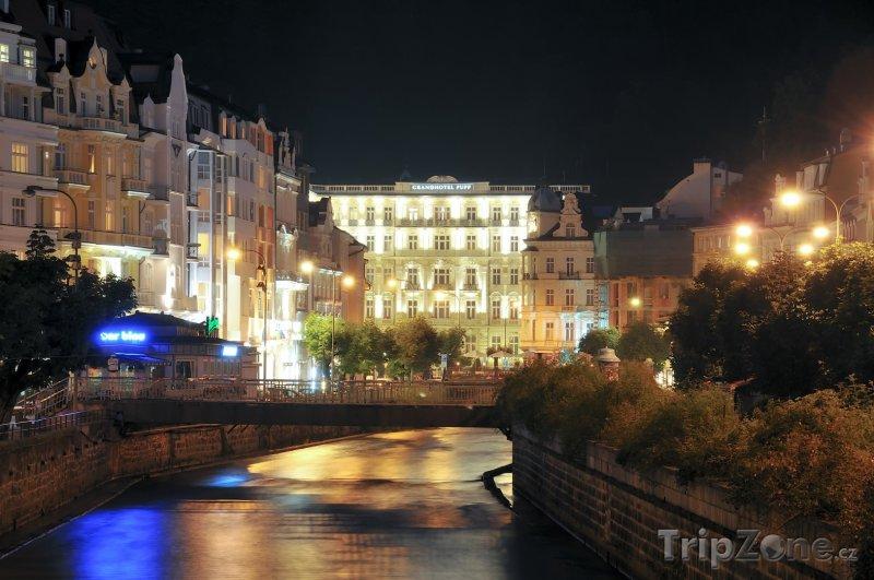 Fotka, Foto Řeka Teplá v noci (Karlovy Vary, Česká republika)