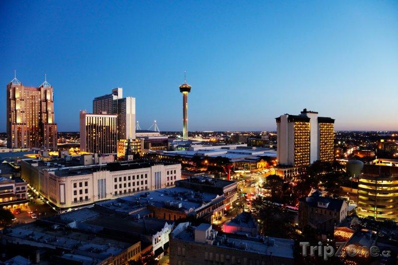 Fotka, Foto San Antonio, centrum města za soumraku (USA)