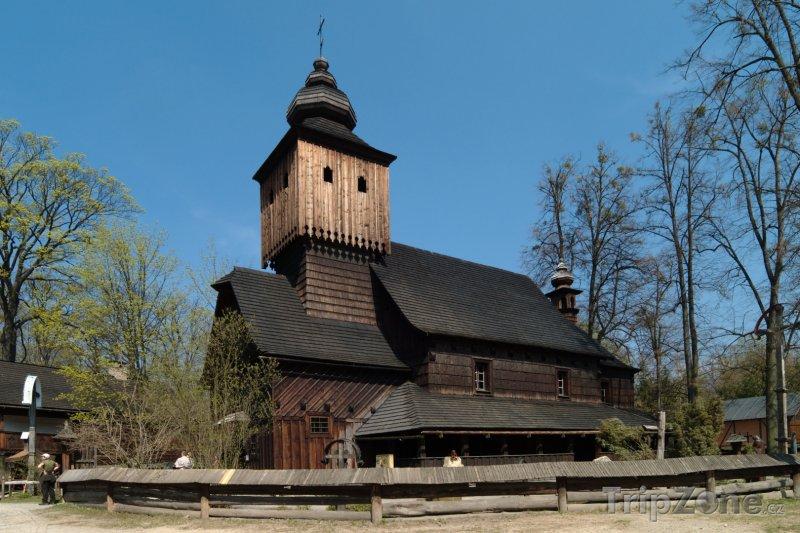 Fotka, Foto Skanzen u Rožnova pod Radhoštěm, kostel sv. Anny z Větřkovic (Česká republika)