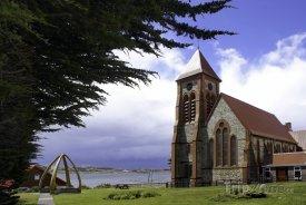 Stanley, kostel a oblouk z velrybích kostic