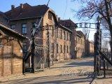 Vstupní brána do koncentračního tábora Auschwitz-Birkenau