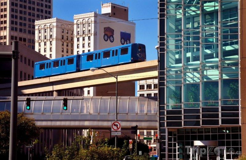 Fotka, Foto Automatický People Mover v centru města (Detroit, USA)