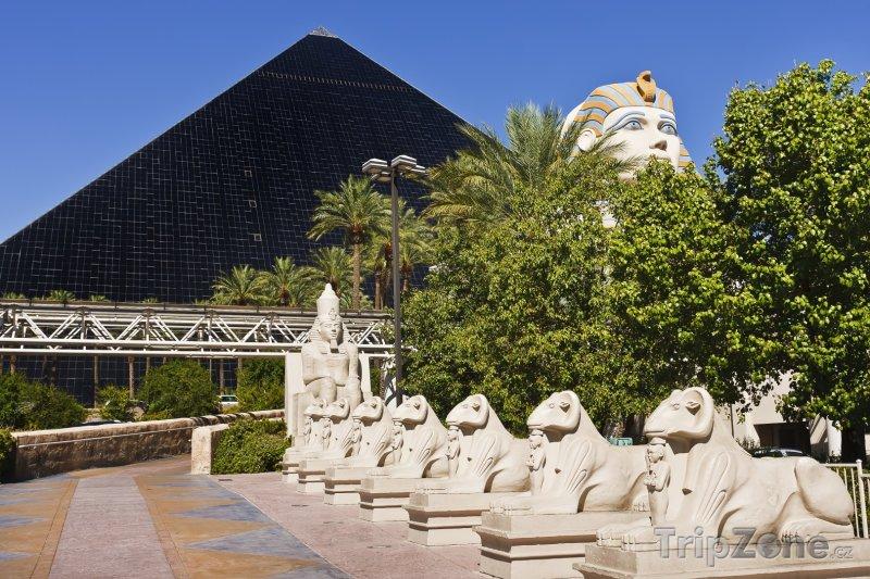 Fotka, Foto Casino a Hotel Luxor, domov kouzelníka Crisse Angela (Las Vegas, USA)