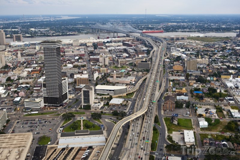Fotka, Foto Dálnice U.S. Route 90 v centru města (New Orleans, USA)