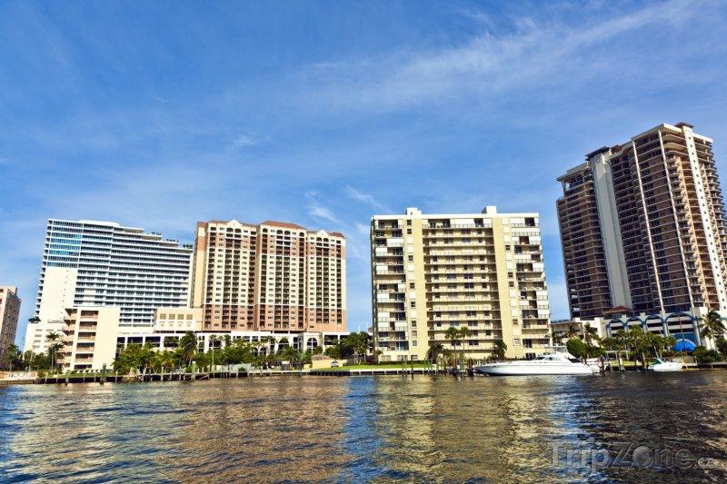 Fotka, Foto Domy na břehu vodního kanálu (Fort Lauderdale, USA)