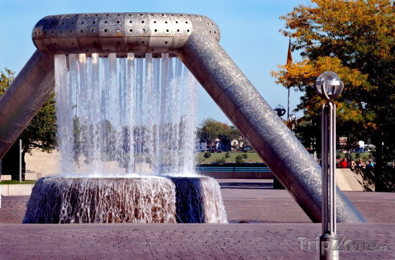 Fotka, Foto Fontána na náměstí Hart Plaza (Detroit, USA)