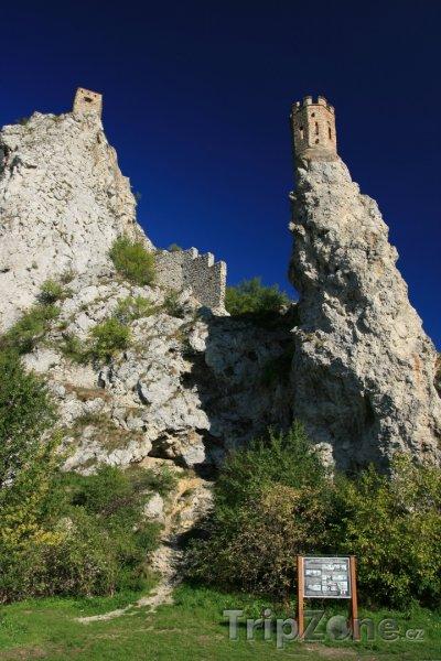 Fotka, Foto Hrad Devín - panenská věž (Bratislava, Slovensko)