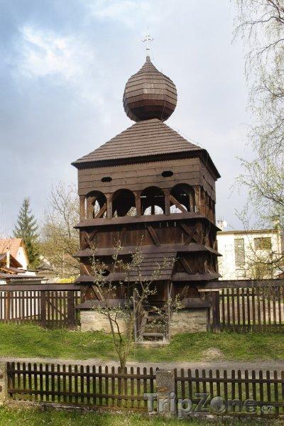 Fotka, Foto Hronsek, zvonice dřevěního artikulárního kostela (Slovensko)