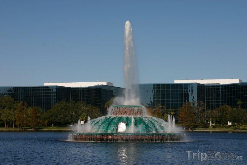 Fotka, Foto Jezero Eola, fontána (Orlando, USA)