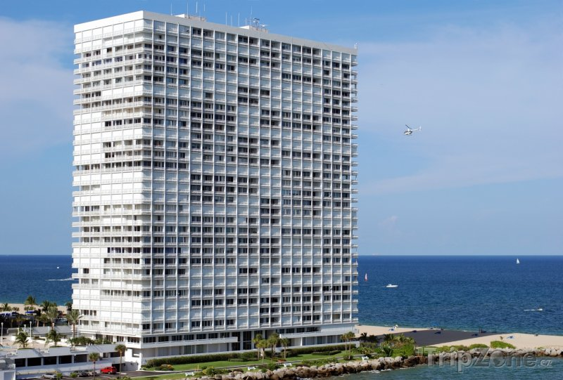 Fotka, Foto Kancelářská budova na pobřeží (Fort Lauderdale, USA)