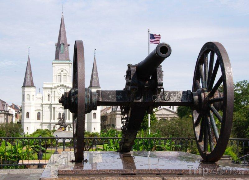 Fotka, Foto Kanon na Jacksons Square (New Orleans, USA)