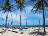 Katamarán na pláži