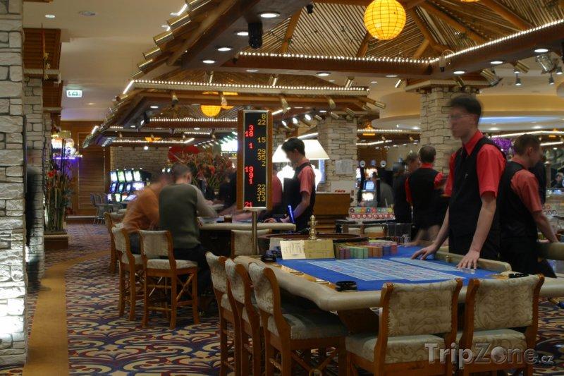 Fotka, Foto Krupiéři v kasinu (Las Vegas, USA)