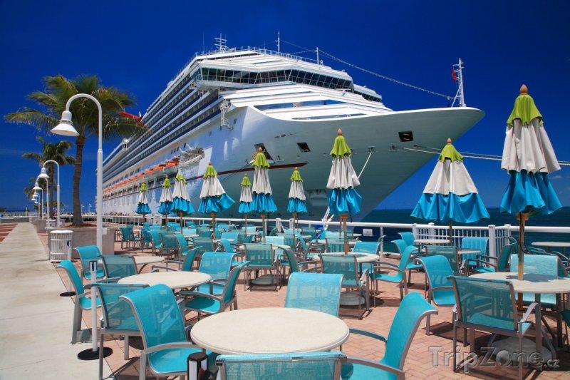 Fotka, Foto Loď u restaurace v přístavu (Key West, USA)