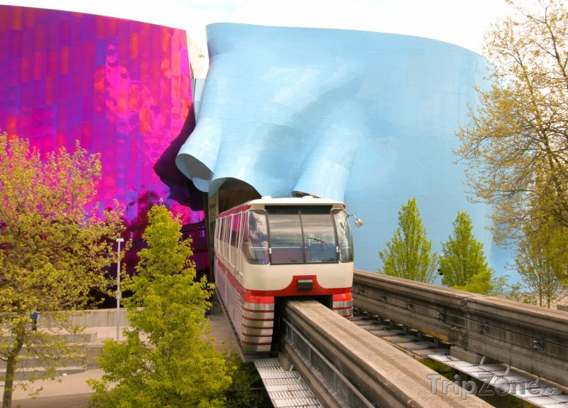 Fotka, Foto Monorail projížedějící budovou EMP Museum (Seattle, USA)
