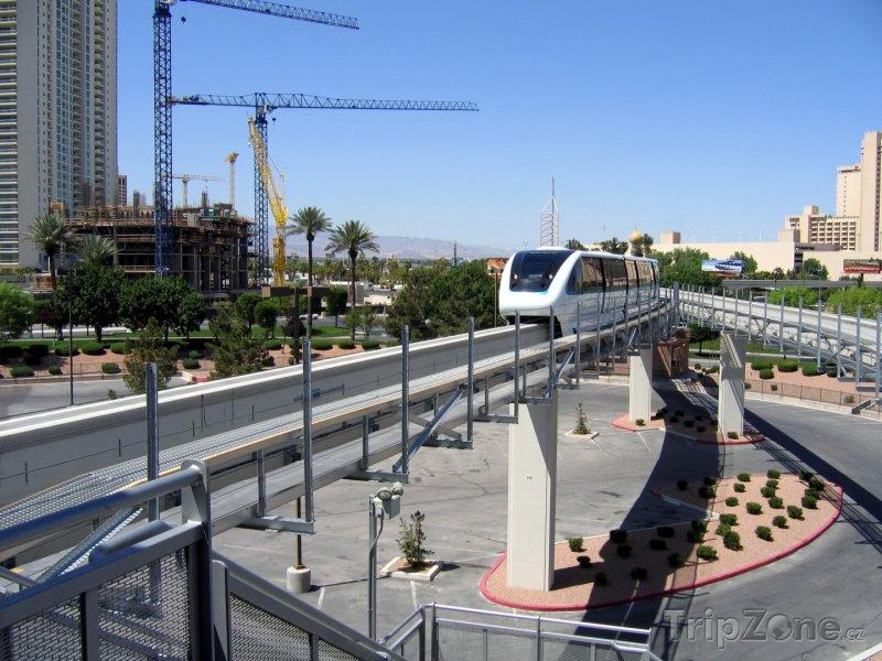 Fotka, Foto Monorail v centru města (Las Vegas, USA)