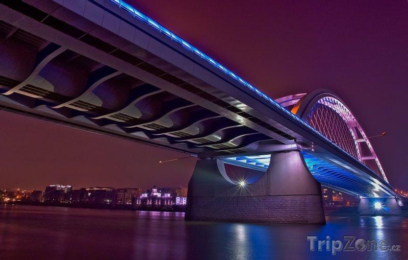 Fotka, Foto Most Apollo přes Dunaj (Bratislava, Slovensko)