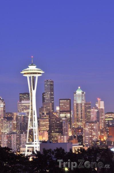 Fotka, Foto Osvětlená věž Space Needle (Seattle, USA)