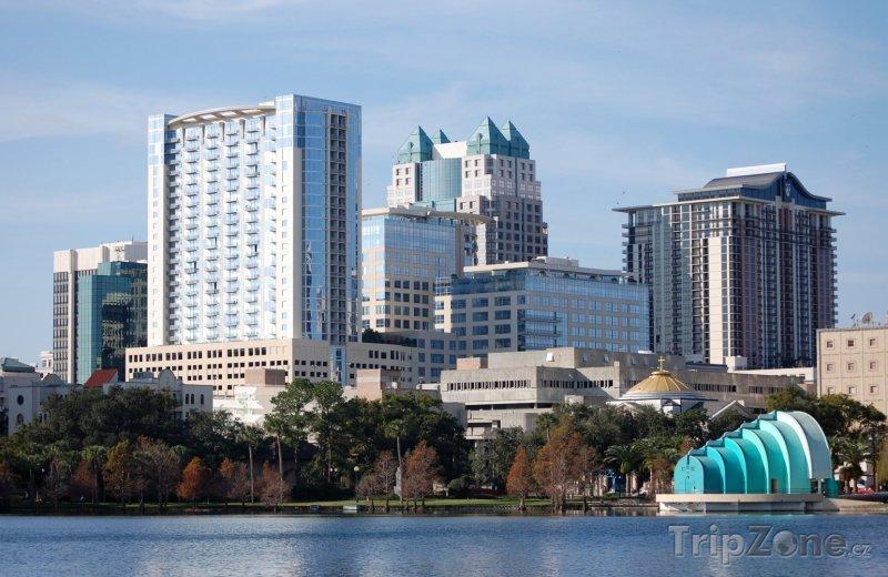 Fotka, Foto Pohled na centrum z jezera Eola (Orlando, USA)