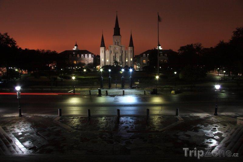 Fotka, Foto Pohled na katedrálu svatého Ludvíka (New Orleans, USA)