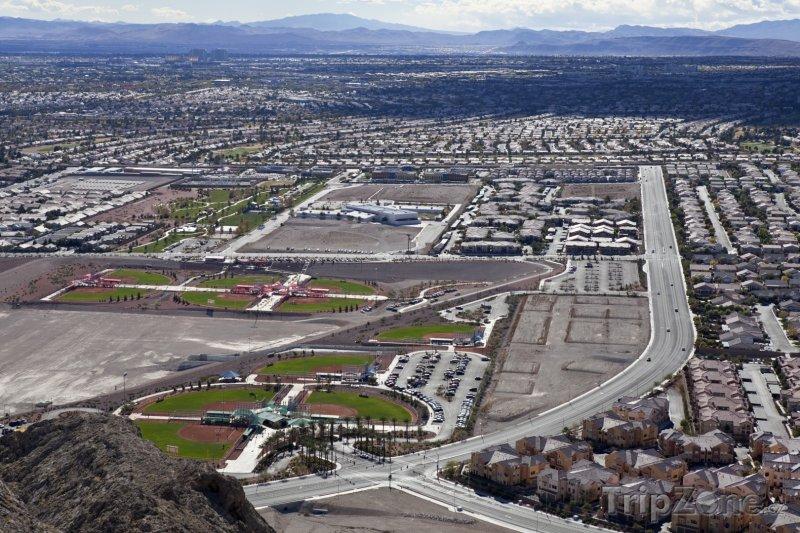 Fotka, Foto Pohled z kopce na předměstí Las Vegas (Las Vegas, USA)