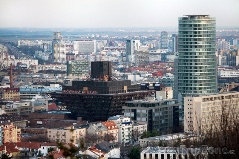 Fotka, Foto Slovenský rozhlas a budova národní banky (Bratislava, Slovensko)