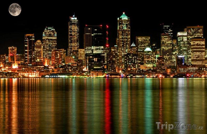 Fotka, Foto Úplněk nad Seattlem (Seattle, USA)