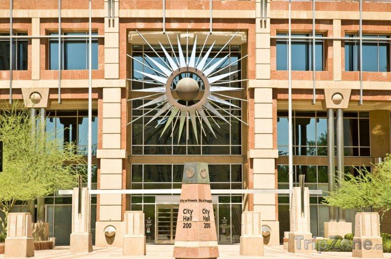 Fotka, Foto Vchod do budovy radnice (Phoenix, USA)