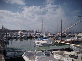Alghero, jachty v přístavu