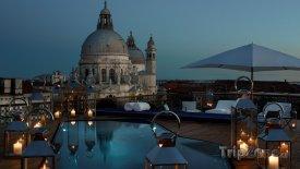Bazén na terase hotel The Gritti Palace