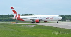 Boeing dopravce Air Canada Rouge