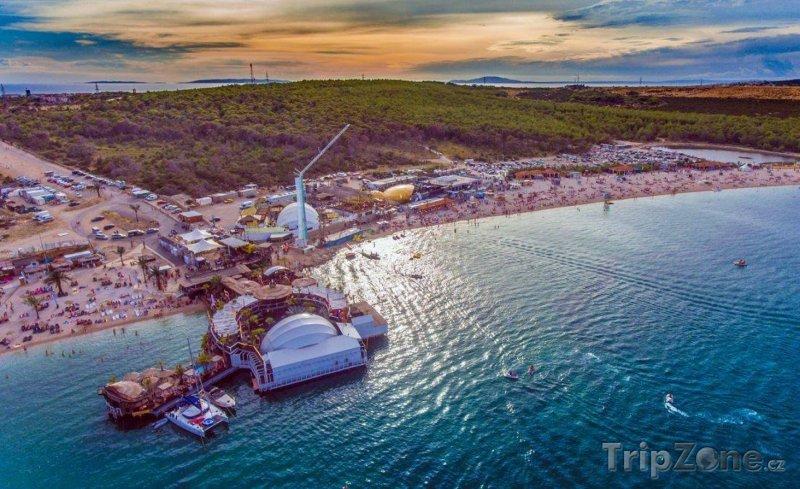 Festivaly u moře mají jedinečnou atmosféru, foto: facebook.com