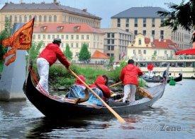 Gondola na Vltavě, foto: navalis.cz