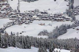 Pohled do údolí na vesničku Alpbach