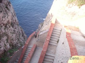 Útes Capo Caccia, schody k jeskyni Grotto di Nettuno