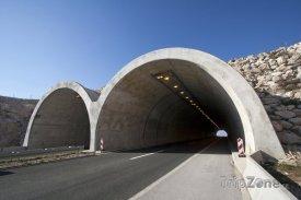 Za průjezd tunelem zaplatí osobní auto asi 70 korun