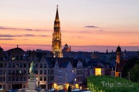 Bruselská radnice při západu slunce