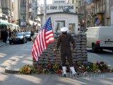 Checkpoint Charlie - bývalý hraniční přechod v Berlíně