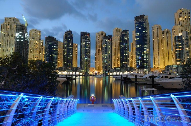 Fotka, Foto Dubaj, přístav v noci (Spojené arabské emiráty)