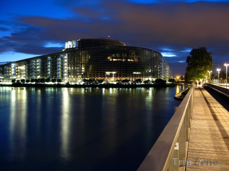 Fotka, Foto Evropský parlament v noci (Štrasburk, Francie)
