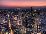 Frankfurtské mrakodrapy v noci