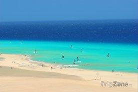 Fuerteventura, surfaři u pobřeží