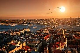 Istanbul, panoráma města při západu slunce