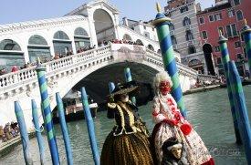 Karnevalový rej před Ponte di Rialto