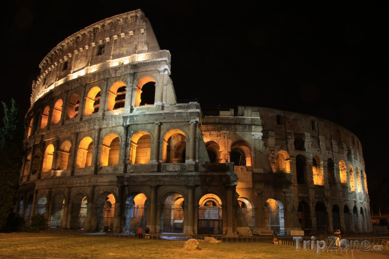 Fotka, Foto Koloseum v noci (Řím, Itálie)