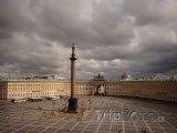 Petrohrad, Alexandrův sloup na Palácovém náměstí