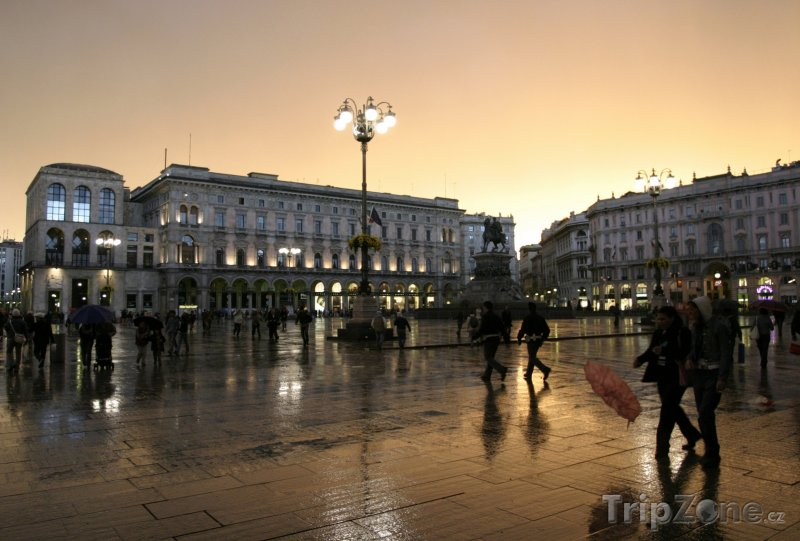 Fotka, Foto Piazza del Duomo (Milán, Itálie)